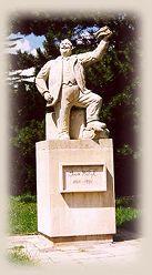 """Pomník nejznámějšího rodáka, dobrodruha, polárního cestovatele a geniálního vypravěče Jana Eskymo """"Welzla"""""""